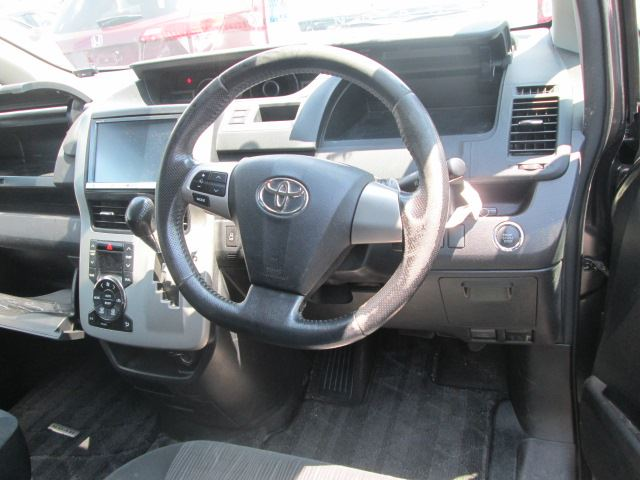 Toyota Noah G Car Selection